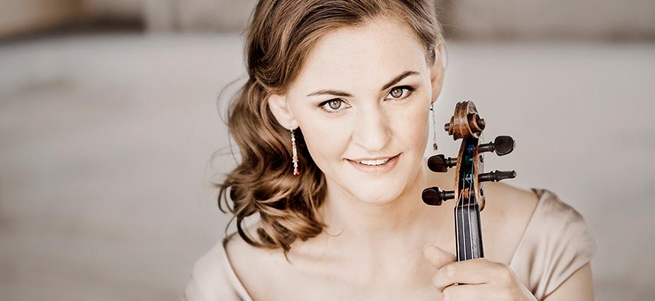 Violiste Franziska Hölscher met Amsterdam Chamber Orchestra in Concertgebouw